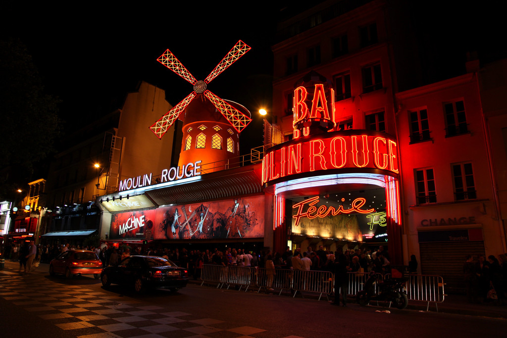 Moulin-Rouge-at-Night